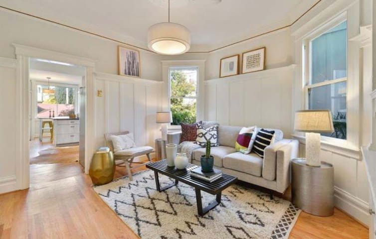 Bright Condo steps from heart of the Mission!