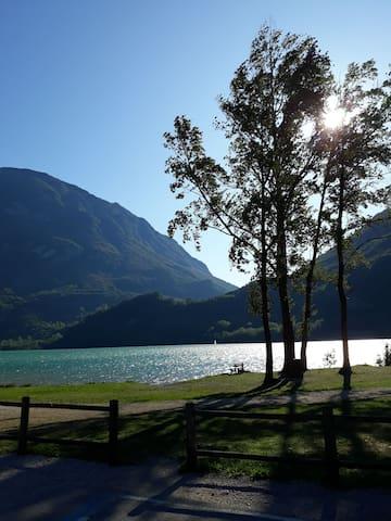 Fronte lago Cavazzo panoramicissimo trilocale