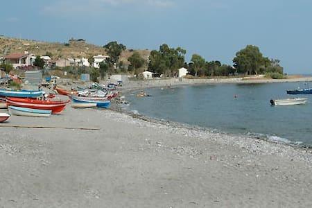 House Xenofilia - near the beach - Palizzi Marina - 公寓