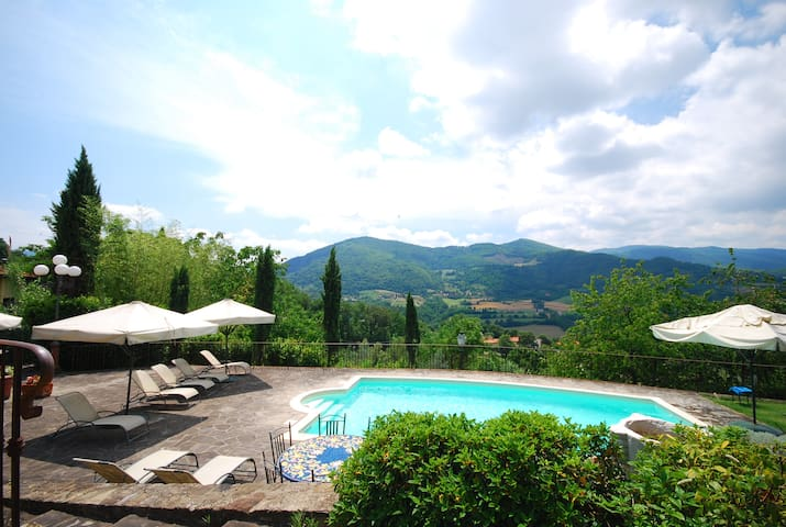 Relax in Tuscany with amazing view over the hills - Dicomano - Daire