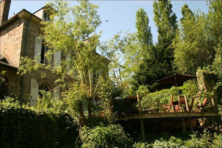 Beautiful Charming House with river - La Chapelle-Saint-Aubin - Casa
