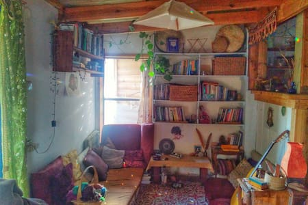 Cozy small house in an Ecovillage - Klil - 独立屋