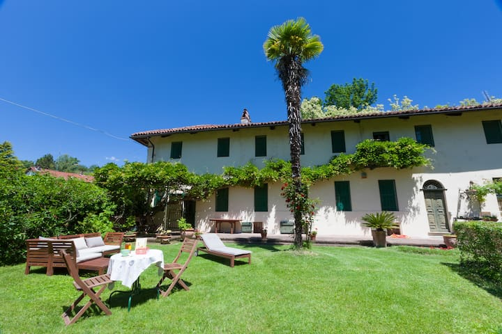 Cottage in Arignano - Arignano - บ้าน