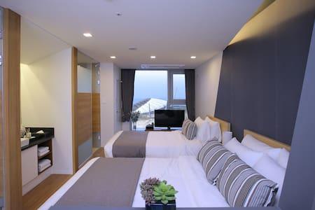 슈페리어 트윈 산전망 (高级山景双床房) - Beophwan-dong, Seogwipo-si - Daire