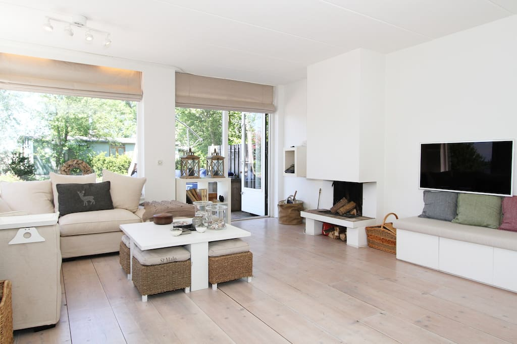 Spacious bright & white on the lake stadswoningen te huur in