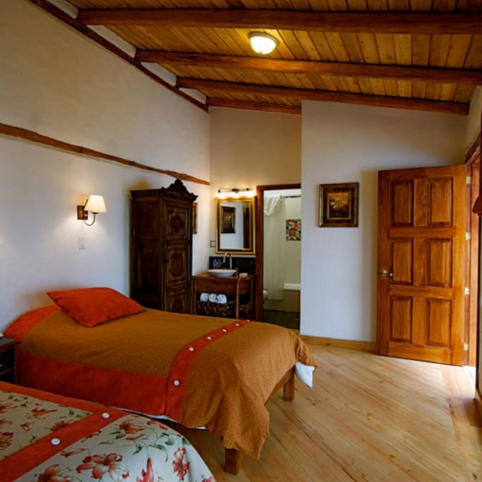 Hotel casa foch quito double room bed breakfasts for for Hotel design quito