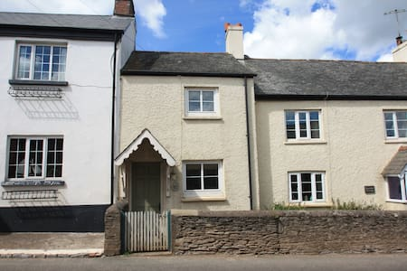 Pretty cottage close to the sea - Frogmore - House