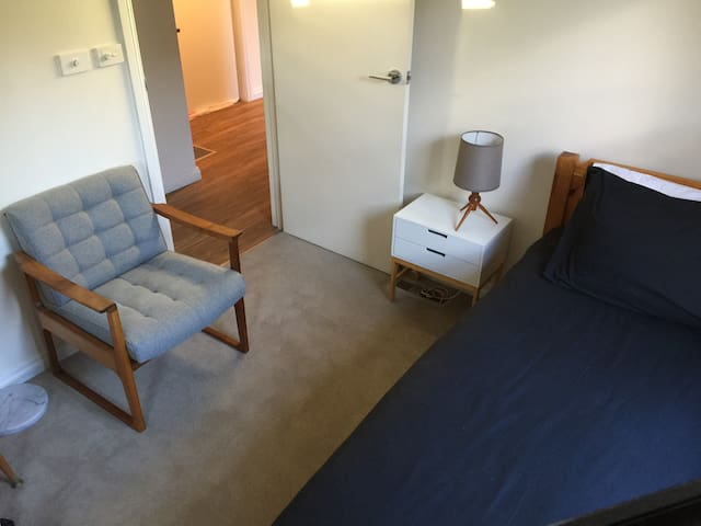 Clean, quiet, comfort for a single in Montmorency
