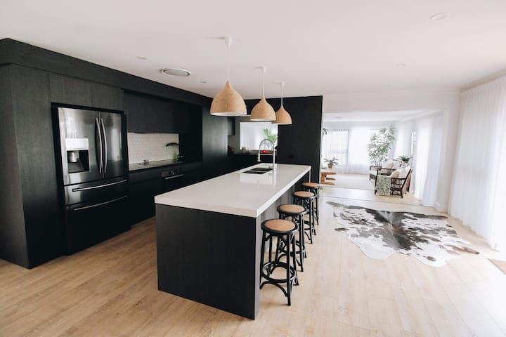 Luxury 5 Bedroom Waterfront Home in Bundall