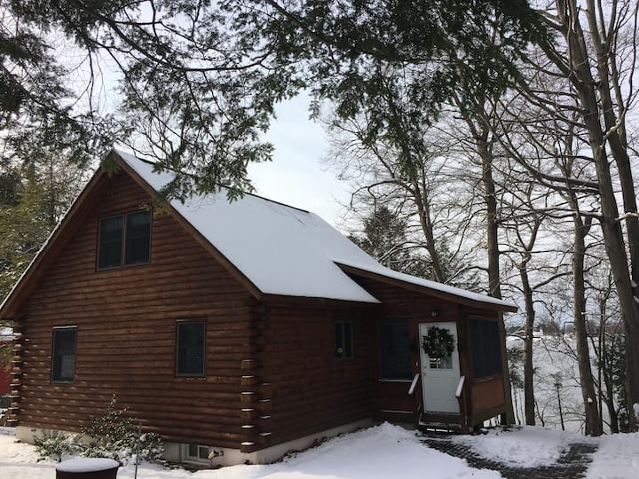 The Cozy CabEN- The perfect winter getaway!