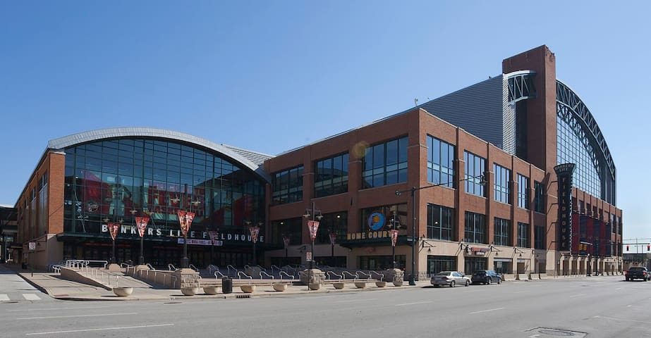 Less than 2 minutes walking to Bankers Life Fieldhouse