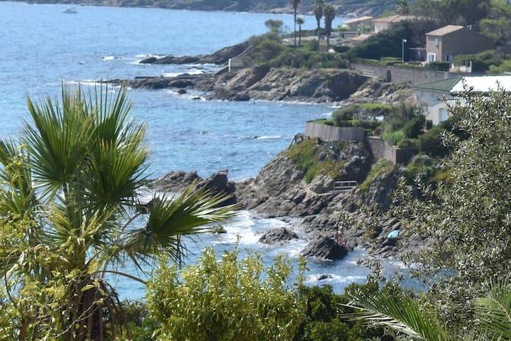 Très belle vue mer, plage à 2 pas, grand  jardin