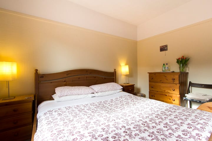Cosy Room In Beautiful West End FREE Parking