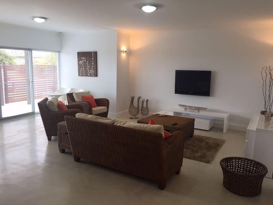 Kingston Shore Villas 2 Bedrooms Apartments For Rent
