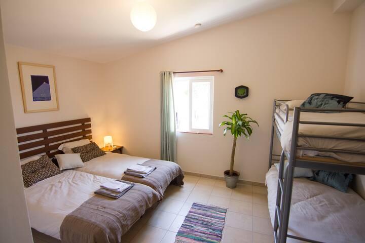 Etnia Pets/Surfhouse Double Room A +2 extra beds