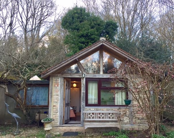 Country House Woking 2-Person lovely comfy Annexe - Woking - House