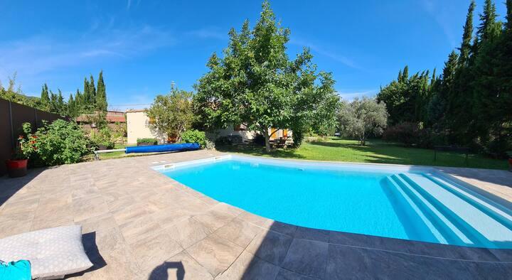 Villa familiale individuelle piscine et jardin