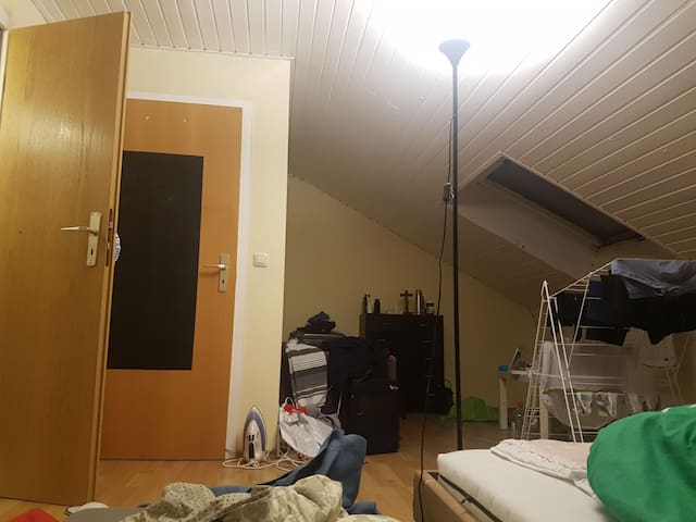 Comfortable room near eschborn station