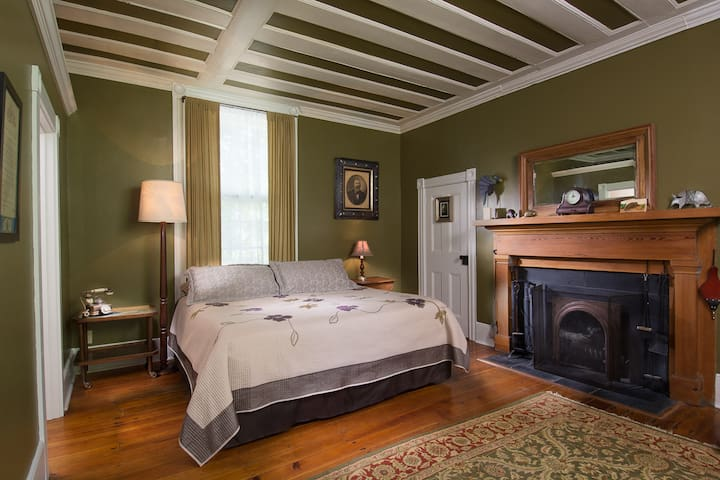 King Room Private Bath - Asheville - Bed & Breakfast