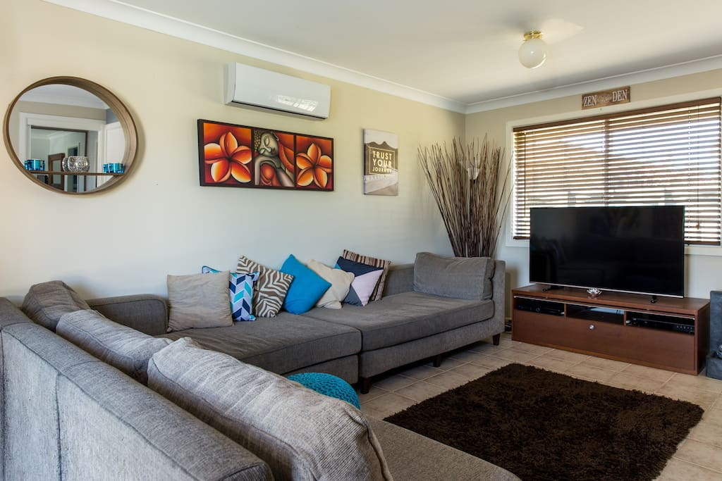 Spacious lounge room with Foxtel and access to Netflix.