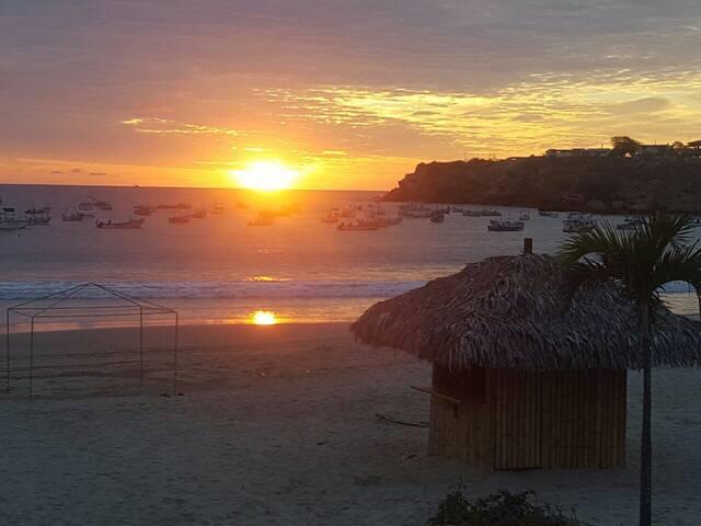Ayangue, Ecuador Tu casa al pie de la playa