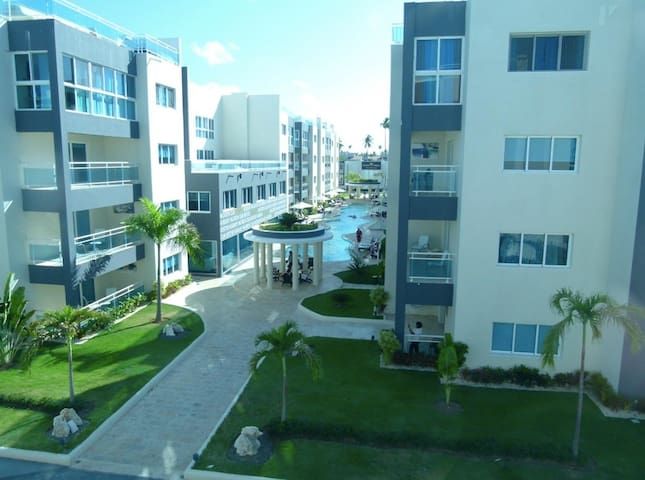 * Stunning 2Bdr Suite with Private Beach, Centric!