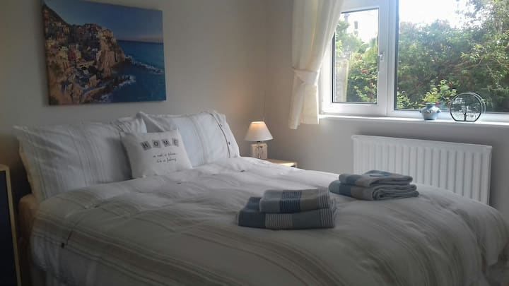 Lovely room in great location.Near BRNC.Parking.