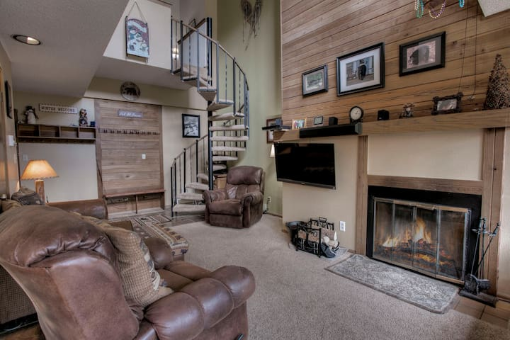 Best views, comfort and location with a hot tub and fireplace.  The best of the best is right here at our home.  Across the street from the Gondola and 1 block to downtown Main Street