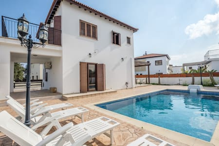4 Bedroom Pool House, very close to the beach.