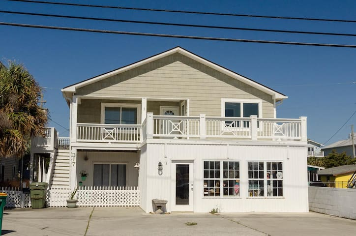 Whaley-Unique Four Bedroom Cottage in Downtown Kure Beach