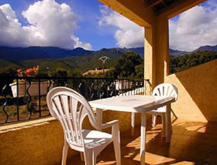 Amazing view overlooking Monte Stello from your private balcony