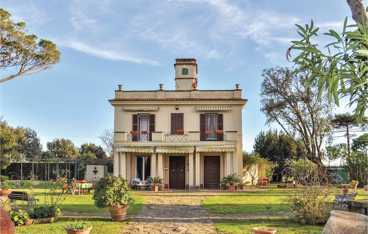 Holiday cottage with 4 bedrooms on 300 m² in Tarquinia -VT-