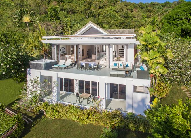 BEACHFRONT LUXURY VILLA WITH PRIVATE BEACH ACCESS - Phuket - Villa