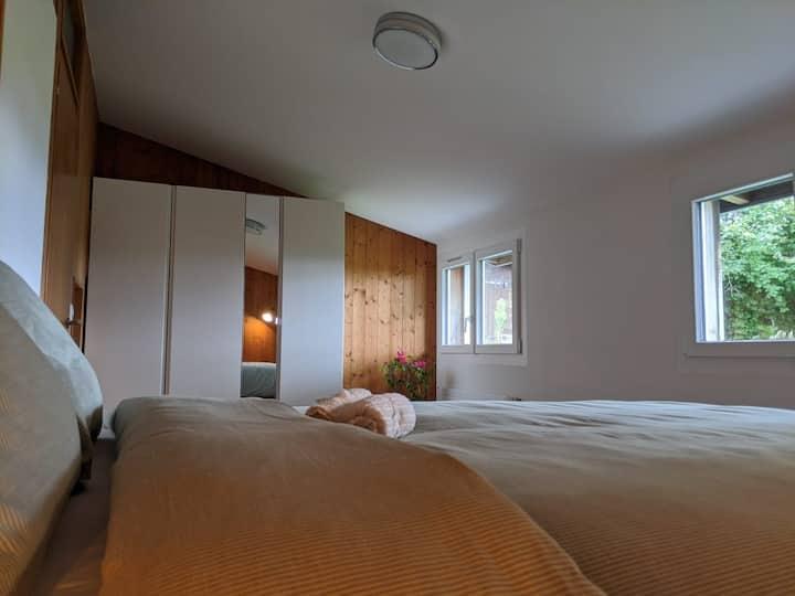 Chambre double dans une villa avec vue sur le lac