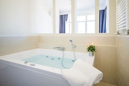 Luxury Vatican Executive Suite**Jacuzzi**(Ensuite) - Roma