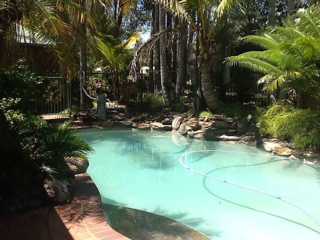 Resort Haven Without the Expense - Deception Bay - House
