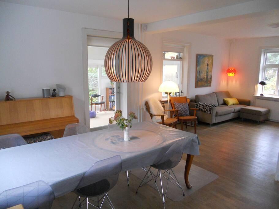 Spacious kitchen allroom/living room