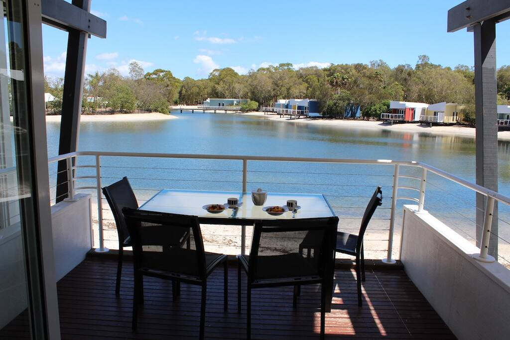 North-facing: breakfast overlooking the lagoon and Spa Island