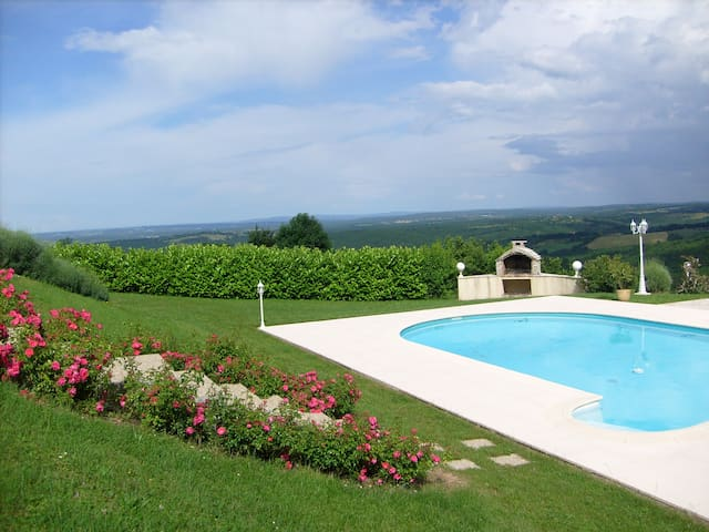 Grande maison, piscine et vue paradisiaque - Reilhaguet - Casa
