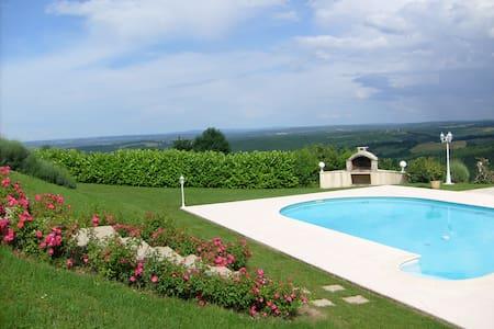 Grande maison, piscine et vue paradisiaque - Reilhaguet - Haus
