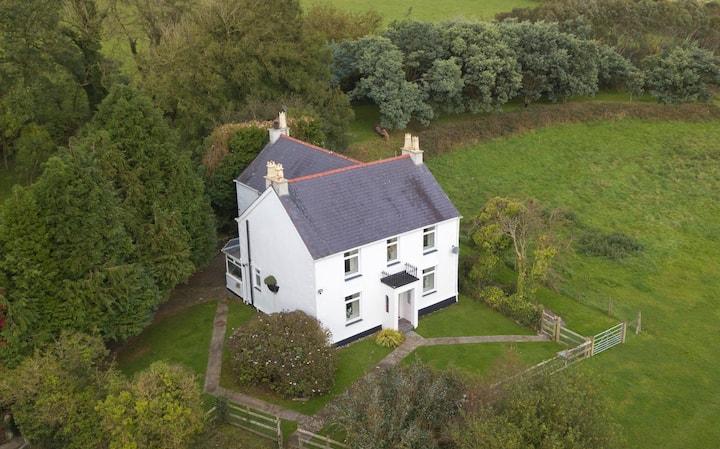 Bodfan, Self-catering Farmhouse
