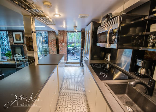 1Studio WalkOutToPatio..CloseToBus,T,HistoricSites - Boston - Apartment
