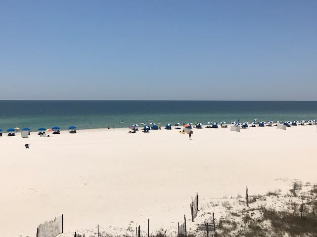 GULF FRONT condo with great Gulf view!