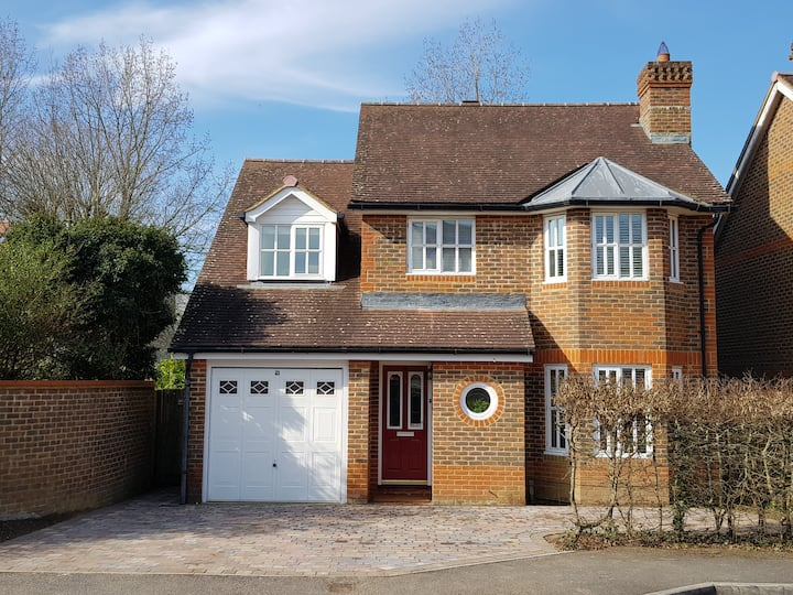 Lovely 4 Bed  House Ideal Goodwood location