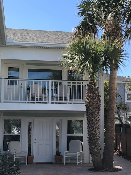 Welcome to our Coastal Cottage by the Atlantic Ocean and the Beaches of Jacksonville.