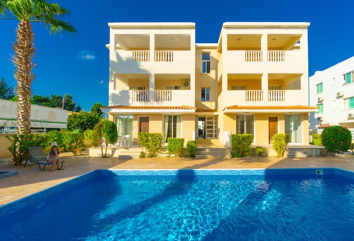 Awesome 1 bed flat with terrace & swim pool Paphos