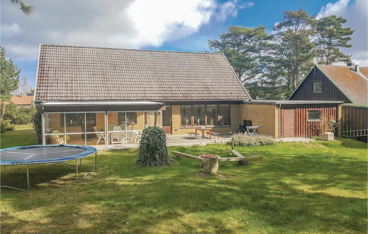 Beautiful home in Falsterbo with 4 Bedrooms