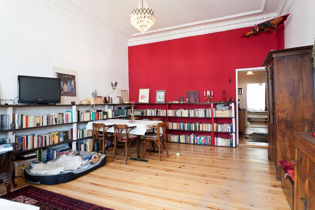 Wohnzimmer mit Hund / Living room