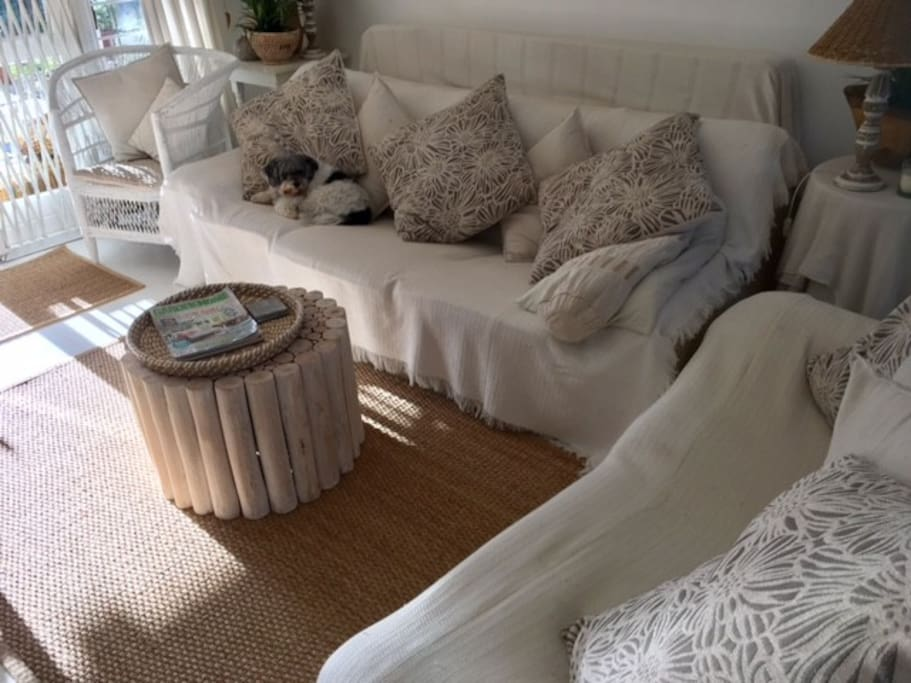lounge white and bright