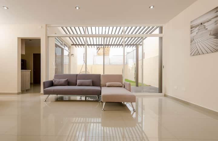 Cómoda y amplia casa de 3 hab con baño propio y tv